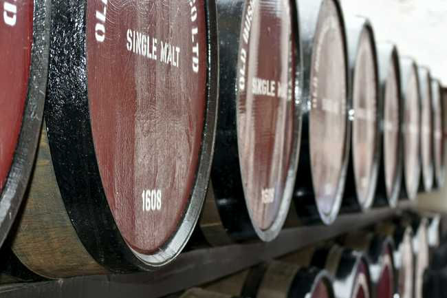 A Complete Guide to Wine Barrel-Aged Whiskey